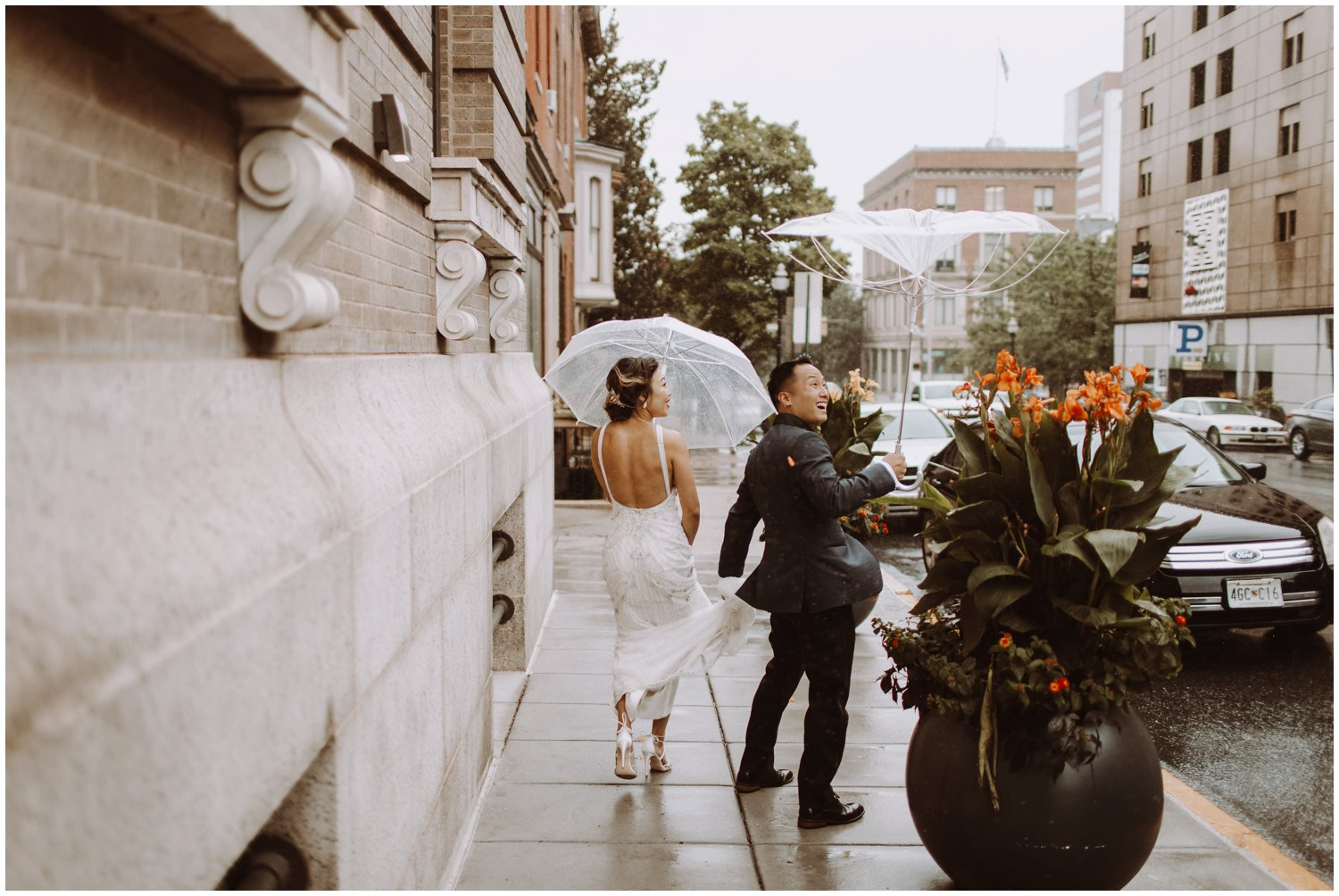 Peabody Library Wedding | Hotel Revival Baltimore Wedding | Art Deco Wedding | Baltimore City Wedding | Kate Ann Photography | Rainy Wedding Day Portraits