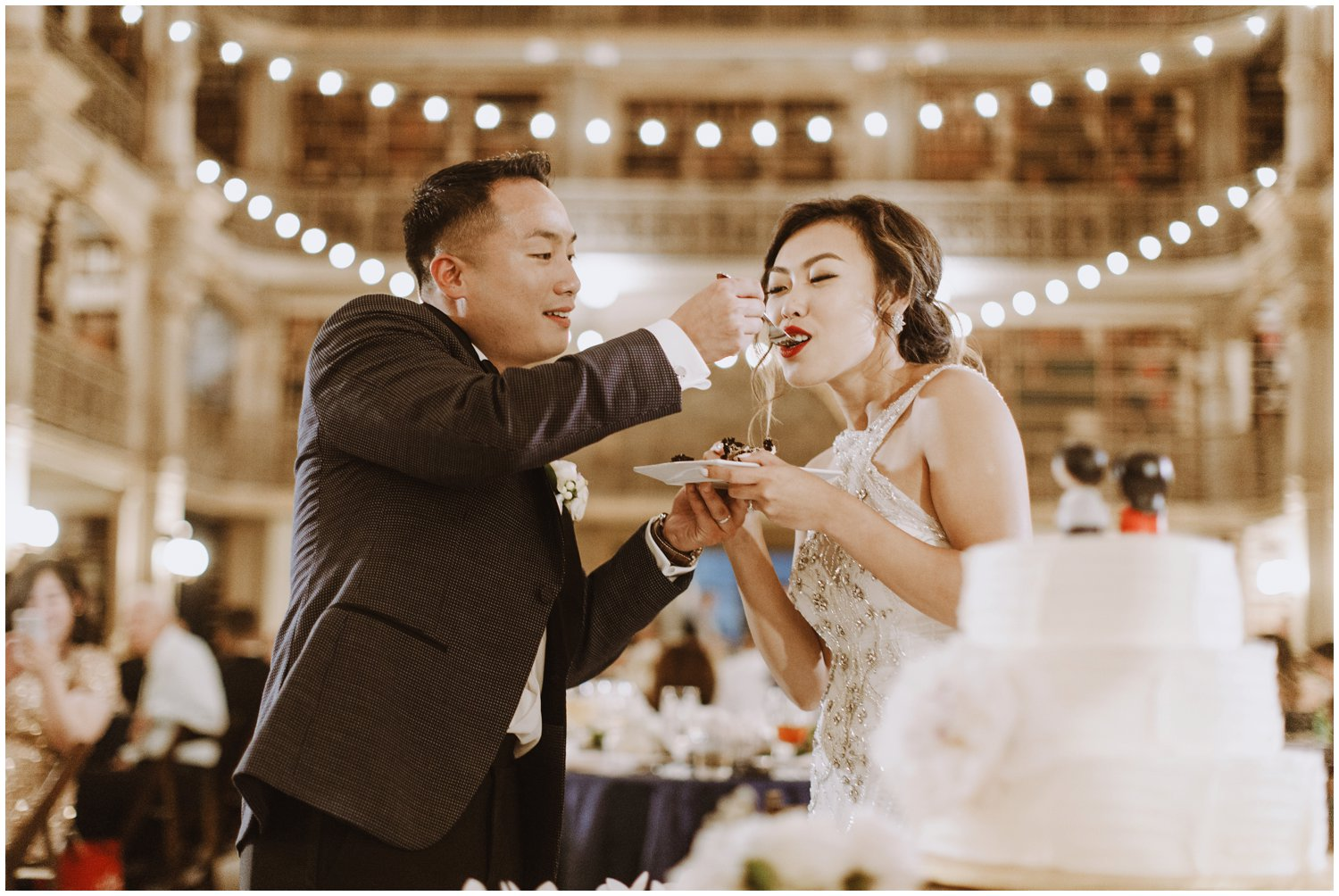 Peabody Library Wedding reception | Baltimore Wedding Photographer | Art Deco Wedding Photography | Bride and Groom Cake Cutting | Kate Ann Photography